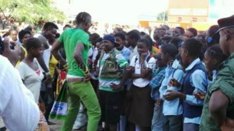Rich Bizzy dancing for the fans_Lusakavoice.com