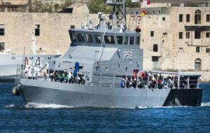 US Navy rescues 128 Somali migrants in rough seas