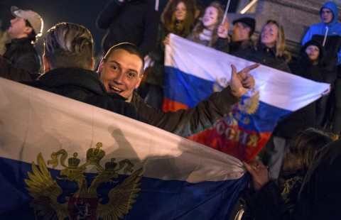 Crimea parliament declares independence after vote