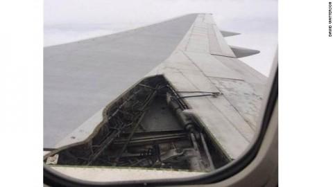 Delta flight loses piece of wing