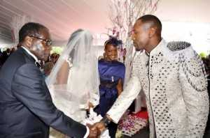 Zimbabwean President Robert Mugabe and First Lady Grace Mugabe during the wedding ceremony of their daughter Bona Mugabe and her husband Simba Chikore (r)