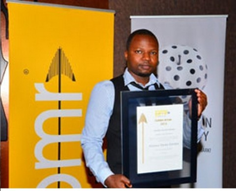 Sekani Nkhata receives the PMR award on behalf of Alliance Media - lusakavoice.com 2014-05-26