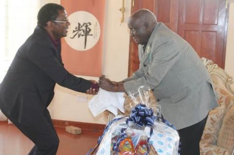 Dr Chibumba greeting Dr Kaunda