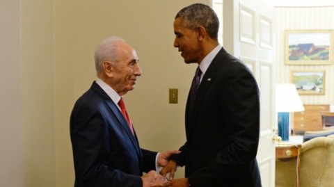 President Shimon Peres meets with US President Barack Obama at the White House on June 25, 2014. (Photo by Kobi Gideon:GPO:FLASH90)