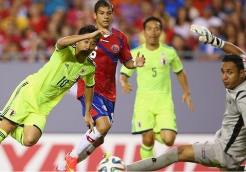 Shinji Kagawa of Japan scores a goal during the International Friendly Match between Japan and Costa Rica at Raymond James Stadium on June 2, 2014 in Tampa, Florida