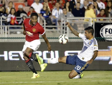 Man United crush Galaxy 7-0 in van Gaal debut