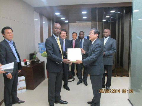 Mr Mulenga Sata with the chairperson of Industrial Bank of Korea (IBK) Young Hyun Jo and the general manager of Woori Bank Yoon, Young Mook in Incheon, the second largest city of South Korea