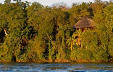 The River Club has ten luxury thatched chalets and can accommodate a maximum of 20 ...