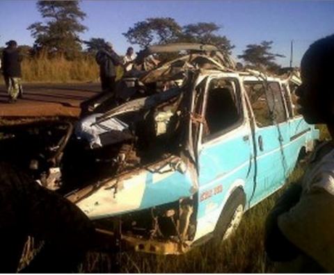The Toyota Hiace Minibus registration number AOB 386 overturned on the Luanshya Mpongwe road with two passengers dying on the spot while three died at the hospital.