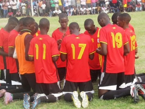 Photo: David IsabiryeUganda U-17 team members in a pray session before a match