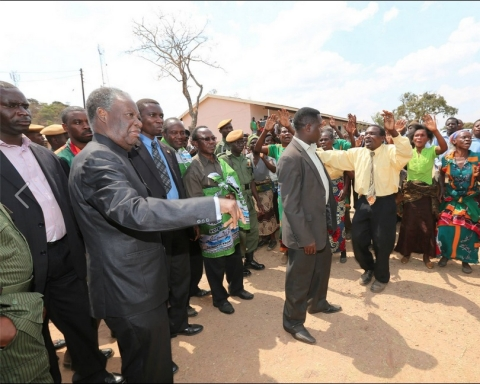 The President was in Mkushi South to drum up support for the Patriotic Front Candidate Davies Chisopa, The President held a private meeting with 13 chiefs drawn from Mkushi and Serenje District at Chibwela Munshi traditional ceremony. Picture by Eddie Mwanaleza/Statehouse 06-o9-2014