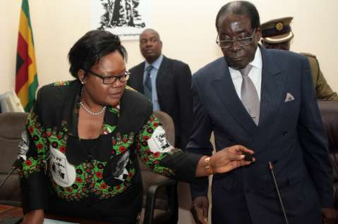 Joice Mujuru (L) denies plotting to kill President Robert Mugabe(Getty)