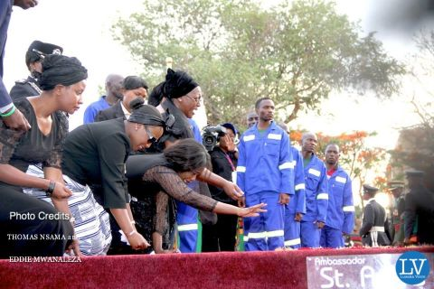 PRESIDENT SATA PUT TO REST IN PICTURES BY EDDIE AND THOMAS    ..    ,