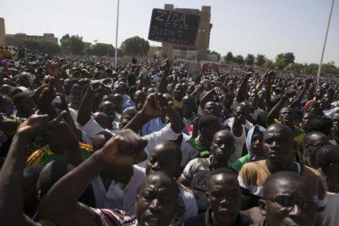 Pro-democracy protesters chant slogans against military rule at Place de la Nation in Ouagadougou, capital of Burkina Faso, November 2, 2014.