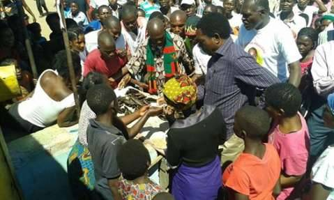Hakainde Hichilema - I enjoyed my visit to Mpula market in Central Province this morning, listening to what the people had to say and buying some dried fish.