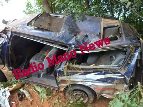 Pictures of the Toyota Hiace mini bus ACX 7708 that has claimed four lives this morning on the spot after the driver lost control along the Mporokoso-Kasama road