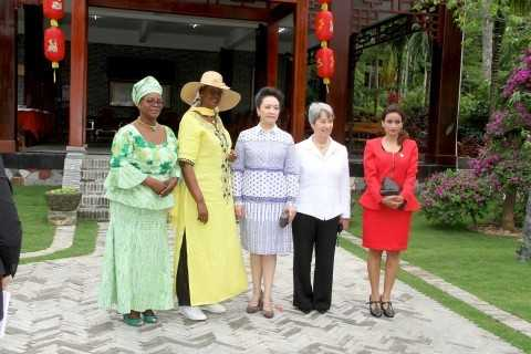 From (L-r) First Lady Esther Lungu, Uganda First Lady Janet Museveni and China First Lady Peng Liyuan upon arrival at Bei Reng Village in Boao, Hinan Province of China on March 28,2015 -Pictures by THOMAS NSAMA:STATE HOUSE