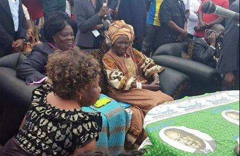 Vice President Hon. Inonge Wina with Tourism Minister Hon. Jean Kapata at Chifundo Market in Mandevu listening to marketeers concerns - Photo Credit - Emmanuel Mwamba