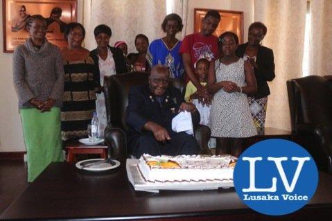 KK admiring a cake made for him - Photo Credit Jean Mandela - Lusakavoice.com