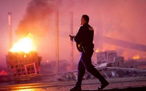 Officer walks by as Baltmore burns - Matt Rourke:AP