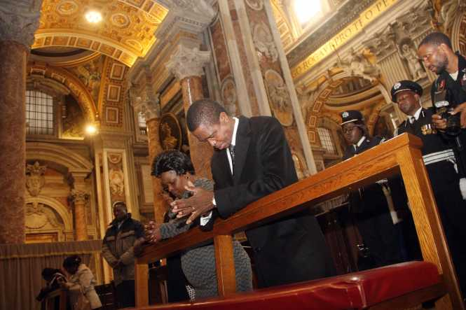 President Lungu and First Lady Esther Lungu prays when they visited the Tomb of Pope John Paul II during a tour of Basilica in Rome, Italy on Saturday, February 6,2016 -Picture by THOMAS NSAMA