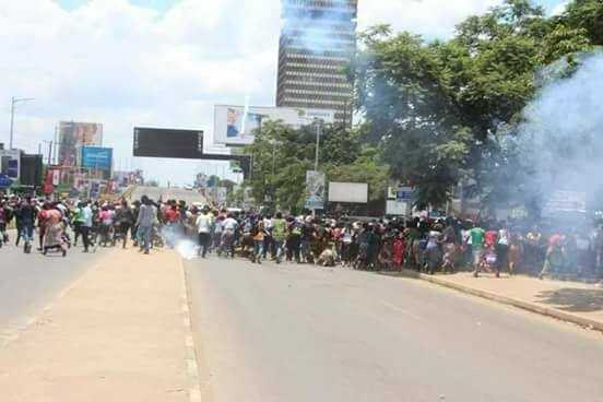 Police teargas protesting marketeers