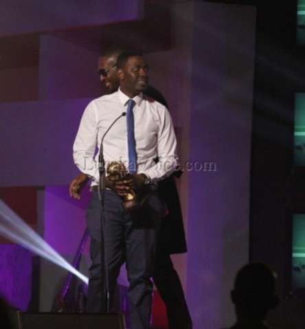 Hero of the night Slapdee receives his fifth award for the best hip hop of the year