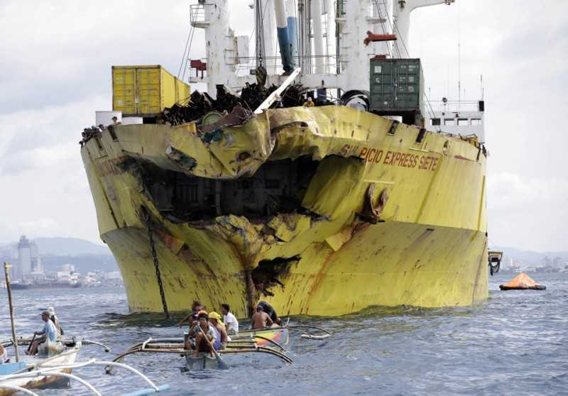 Divers search Philippine ferry for 213 missing