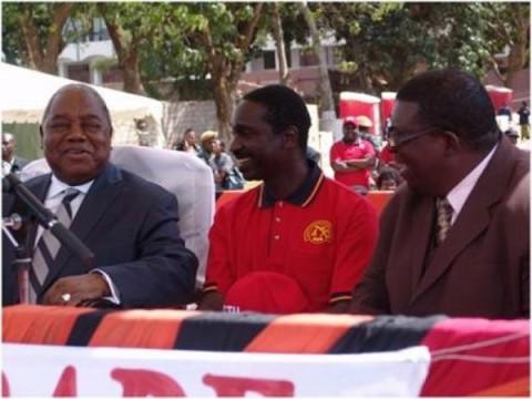 Mr Masupha, right, with Republican Rupiah Banda, left, and ZCTU President Leonard Hikaumba