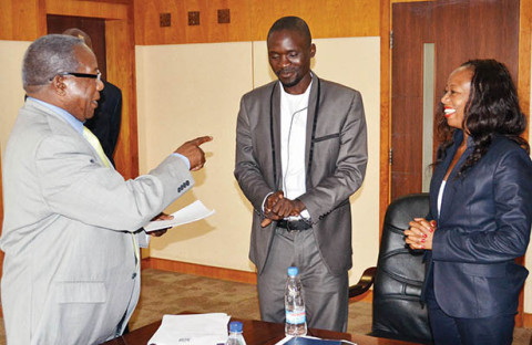 Kapeya (left) talks to National Association of Media Arts chairperson Patrick Salubusa and Zamcops general manager MutaleKaemba (right) at the signing of a memorandum of understanding in Lusaka yesterday. – Picture by UYOYA NDIMBA.jpg