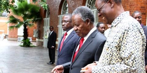 President Sata with Willa Mungomba and Gabriel Namulambe at statehouse