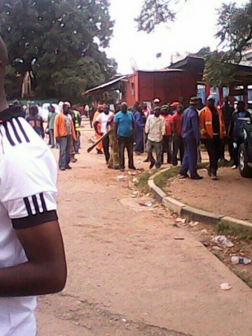 We have seen how PF cadres have started throwing stones at SUN fm,trying to disturb HH on air, holigans with pangas. Cops have arrived at the station to maintain order.