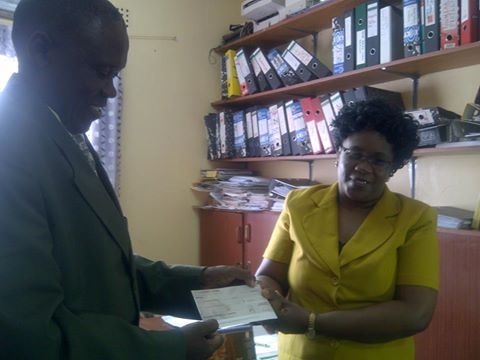 PICTURE: NAMWIANGA MISSION CEO GEORGE PHIRI RECEIVING K50,000 CHEQUE FROM FBZ SOUTHERN PROVINCE SENIOR MANAGER FOR OPERATIONS COMPLIANCE AND BUSINESS DEVELOPMENT, MAINGA