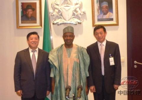 CRCC President Zhao Guangfa(left), Nigeria's Vice President Namadi Sambo and CRCC Vice President Hu Zhenyi(right)
