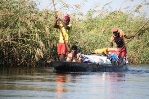 Luanginga river, canoe, kalabo