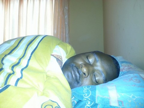 Nga bamudala wandi bamonekashani nganabalala. (What about my big man? How does he look when sleeping?) Anyway just remember that he said he was more handsome than RB