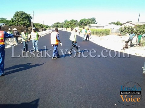 Some of the Mongu roads that are completed so far include, Chiti Mukulu Road, Eugine Nyambe Road, Independence avenue, Tungi and the road to the main bus terminus among others.. - Lusakavoice.com