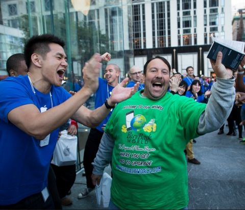 New York - iPhone 5 Launch Draws Apple Fans