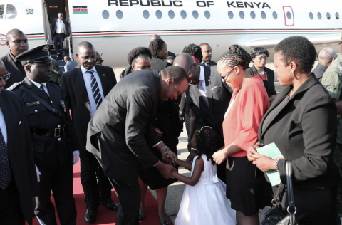 Uhuru Kenyatta arrives in Zambia for President Sata's funeral