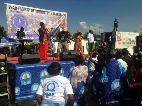 Mweshi Mulusa and Matthew Ngosa singing. - MMD Rally