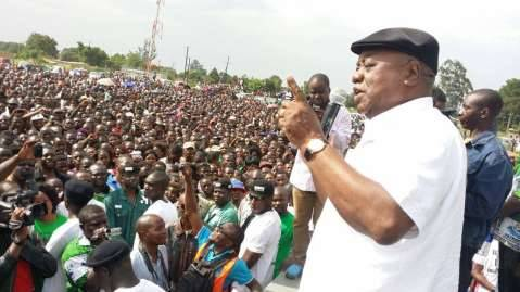 Ruphia Banda has a way with crowds!!