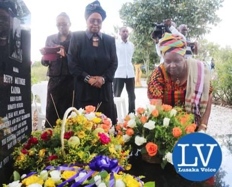 Mama Chibesa Kankasa and Christine Mulundika laying wreaths on the Mama Betty graveyard.  - Photo Credit Jean Mandela - Lusakavoice.com-1