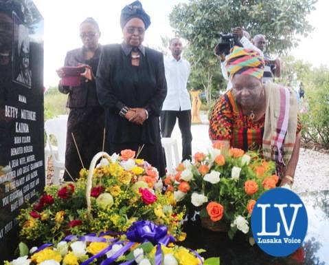 Mama Chibesa Kankasa and Christine Mulundika laying wreaths on the Mama Betty graveyard.  - Photo Credit Jean Mandela - Lusakavoice.com