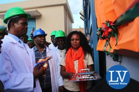 Ribon cutting President Edar Lungu, Minister Michael Kaingu and ZESCO Marketing Officer Joan Mkhala - Photo Credit Jean Mandela - Lusakavoice.com