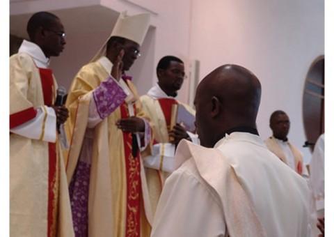 Zambia 's Archbishop Telesphore Mpundu: Celebrate and nourish your parishioners