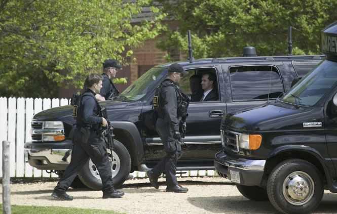 Drunk US Secret Service agents crashed into White House barricades