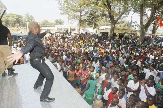 General Kanene entertains people at President's Park in Luwingu on Saturday, September 12,2015.This was during the campaign for the Lubansenshi Patriotic Front (PF) candidate George Mwamba. PICTURE BY SALIM HENRY/STATE HOUSE ©2015