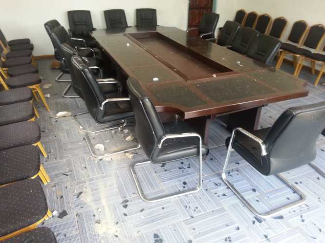 Two rival groups of MMD cadres this morning clashed at the party secretariat