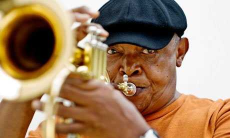 Jazz legend bra Hugh Masekela